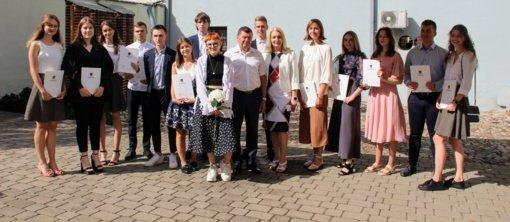 Apdovanoti aukščiausius įvertinimus gavę Kėdainių rajono abiturientai