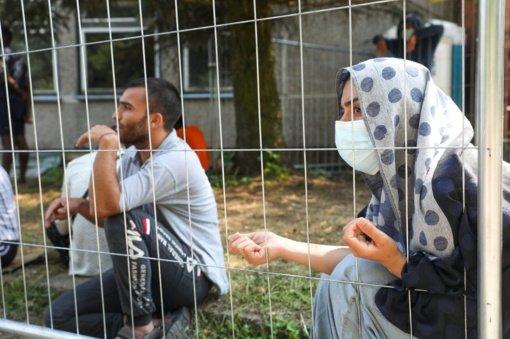 Pasieniečiai ir migracijos pareigūnai siūlys pinigų grįžti norintiems migrantams