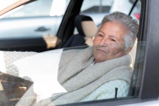 Alzheimerio ligos simptomai: pokyčius parodyti gali ir vairavimas