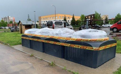 Ginčas su Šiaulių mieste pusiau požeminius atliekų surinkimo konteinerius įrenginėjančia bendrove gali baigtis sutarties nutraukimu