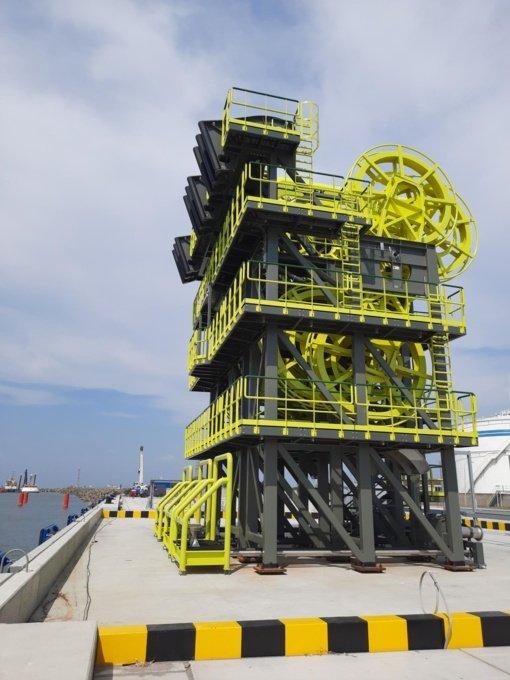 Klaipėdos uosto krantinėje montuojama pažangi jūrinė krovos įranga