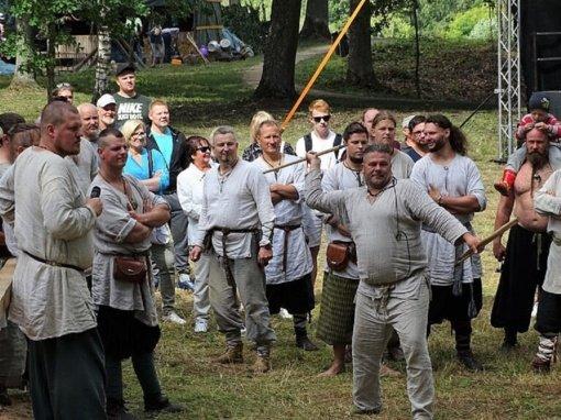 Seniausioje Lietuvos gyvenvietėje – susitikimas su kuršiais