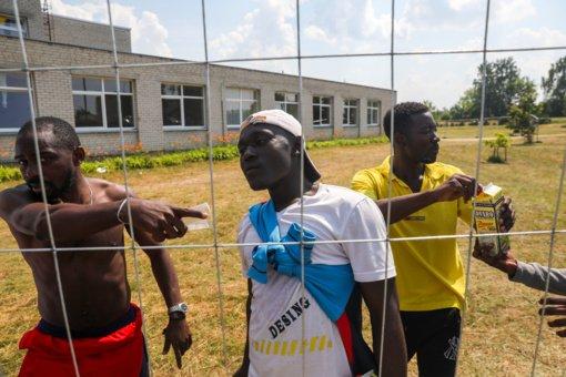 Policija atlieka tyrimus dėl vagysčių, plėšimų, kūno sužalojimų migrantų stovyklose