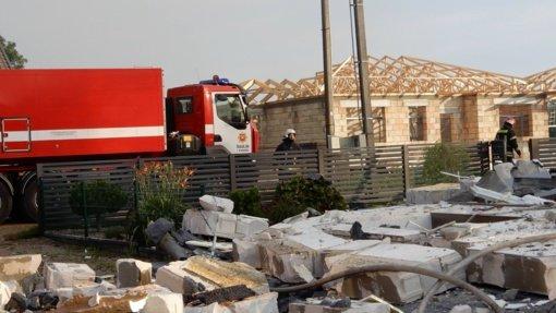 Šiaulius supurtė sprogimas: griuvus namui sužaloti du žmonės, vienas jų – reanimacijoje