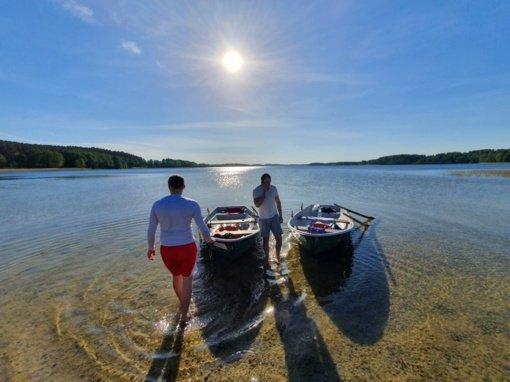 Viena smagiausių vasaros pramogų – pasiplaukiojimas valtimi: kodėl šią pramogą verta rinktis?