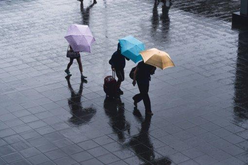 Sinoptikai: artimiausią parą laikysis šilti orai, lietaus klius nedaug