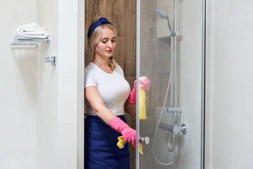 Spindinti dušo kabina be vargo ir šveitimo: prireiks tik 2 komponentų