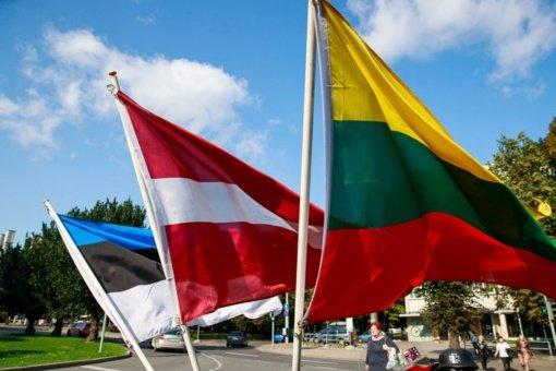 Atidengs paminklą Baltijos kelyje stovėjusiems Alytaus krašto žmonėms