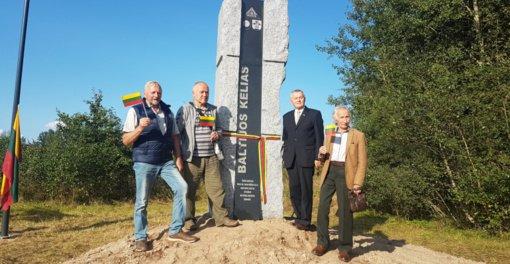 Alytaus krašto žmonių dalyvavimui Baltijos kelyje pastatytas paminklas