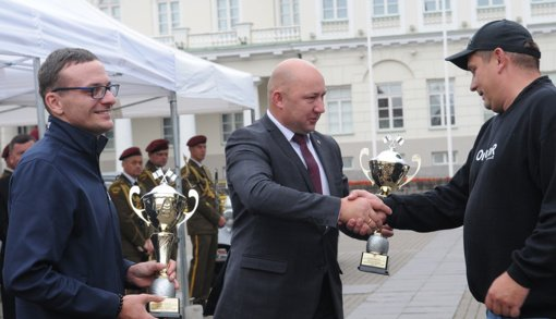 "Įteikta automobilių ralio ""Aplink Lietuvą 2021"" Molėtų mero taurė"