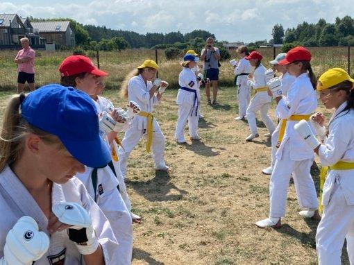 Karatė stovykla prie jūros – nauja patirtis ir vaikams, ir treneriams