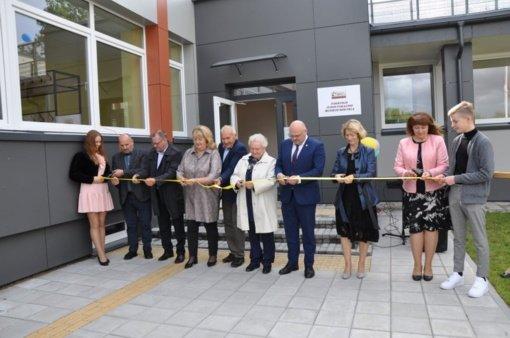 Duris atvėrė atnaujinta Pakruojo Juozo Pakalnio muzikos mokykla