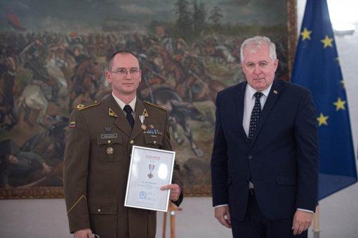 Apdovanoti kariai, padėję vykdyti afganistaniečių evakuaciją