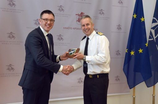 """Su NATO Jungtinių jūrinių pajėgų vadu susitikęs viceministras Ž. Tomkus: """"Baltijos jūros gynyba turi svarbų vaidmenį užtikrinant Lietuvos saugumą"""""""