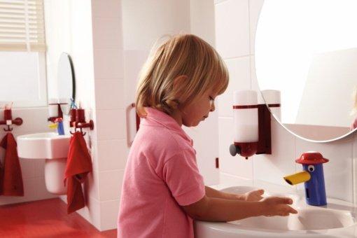 Vaikų vonios zona: kur ir kada netinka suaugusiems skirta santechnika ir kokią įtaka ji turi higienos įpročių formavimui?