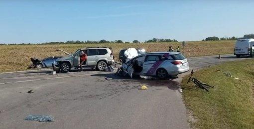 """""""Via Balticoje"""" susidūrė trys automobiliai: vieną vairuotoją vadavo gelbėtojai (vaizdo įrašas)"""