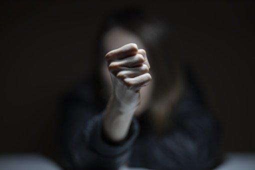 Radviliškyje moteris smurtavo prieš sugyventinį