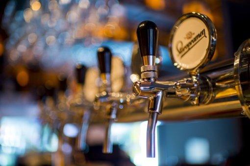 Šiauliuose neblaivūs baro klientai sukėlė muštynes ir sudaužė baro inventorių