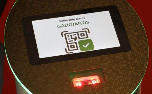 Atgarsiai apie galimybių pasus: dokumento reikia net šimtamečiams, ateina asmens kodą užsirašę ant lapelio