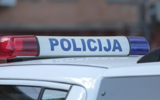 Telšių rajono policijos pareigūnai iš degančio buto išgelbėjo du žmones