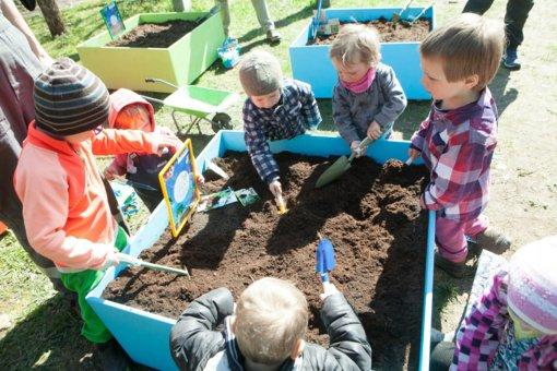 """Jei vaikui vietos darželyje neliko, siūloma išeitis: """"šeimos darželiai"""""""