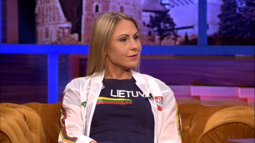 L. Asadauskaitė- Zadneprovskienė prisiminė jautrią akimirką: stovėjo ant apdovanojimų pakylos neįtardama, kad laukiasi