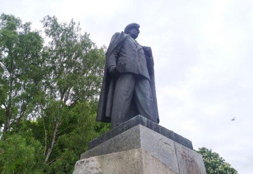 Sostinės politikai apsisprendė: P. Cvirkos paminklas bus nukeltas