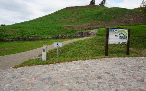Liškiavos piliakalnis ir alkakalnis laukia lankytojų