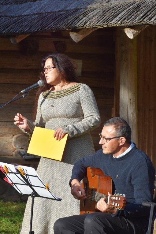 Poezija jurginams žydint Žemaičių kaimo muziejuje