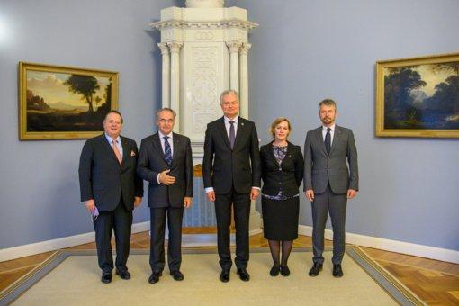Prezidentas padėkojo Maltos ordino didžiajam hospitaljerui: maltiečiai padeda kurti gerovės valstybę
