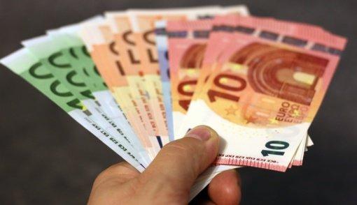 Patikėjusi banko darbuotoju prisistačiusiu sukčiumi senolė neteko beveik 10 tūkst. eurų
