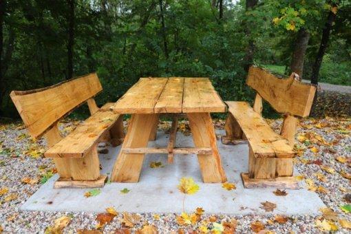 Nuteistųjų pagaminti baldai papuošė Kauno rajono viešąsias erdves