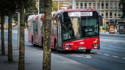 Vilniaus viešojo transporto darbuotojai eina link streiko