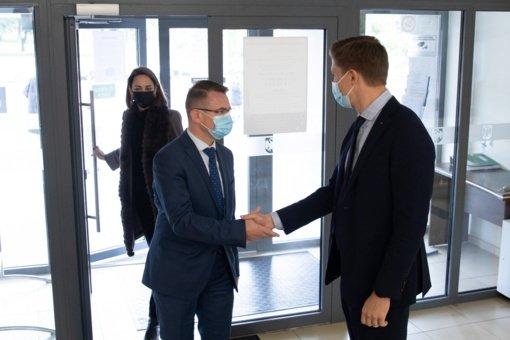 Ministras A. Dulkys Jonavoje: jei nesusitarsime – nebus investicijų