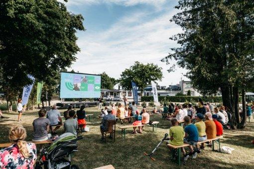 """Pakvieskite """"Kino karavaną"""" į savo miestą: ateinančios vasaros lauko seansų maršrutą nuspręs patys žiūrovai"""