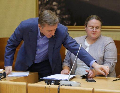 Seimo Statute siūloma įteisinti šešėlinę Vyriausybę