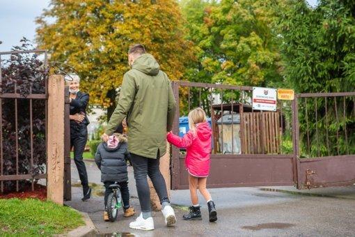 """Panevėžyje už darželių durų palikti tėvai: """"Taip mes traumuojame savo vaikus"""""""