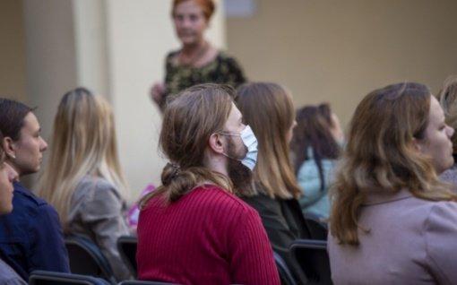 Vyriausybė nusprendė: uždarose patalpose bus privalomos kaukės