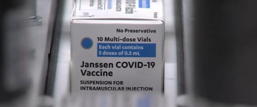 """Mirus jaunai moteriai Slovėnija sustabdė skiepijimą """"Johnson & Johnson"""" vakcina"""