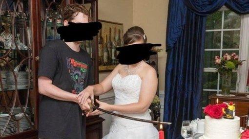 Neįprasta jaunikio apranga per vestuves  šokiravo