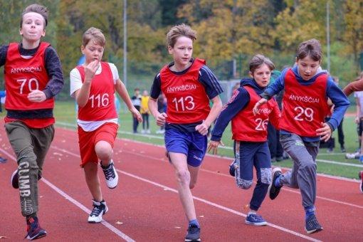 Anykščiuose surengtos mokinių rudens kroso varžybos