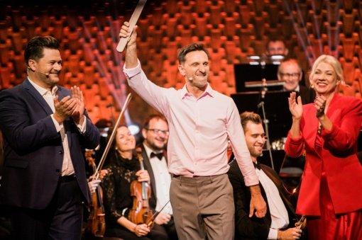 """Muzikiniame projekte """"Maestro"""" triumfavo komisiją ir žiūrovus pravirkdęs Dainius Kazlauskas: """"Šį valsą skiriu savo žmonai"""""""