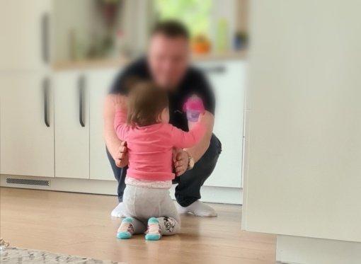 Sužalotos mažametės tėvas šaukiasi pagalbos
