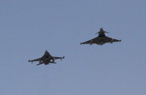 NATO naikintuvai lydėjo vieną Rusijos karinį orlaivį