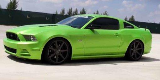Automobilio spalvos keitimas nedažant. Kas yra apklijavimas plėvele?