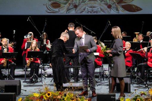 Profesinės šventės proga – Marijampolės savivaldybės mero padėkos ir dovana pedagogams