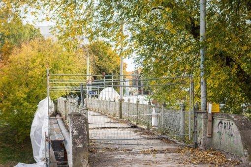 Pėsčiųjų tiltu panevėžiečiai vėl galės vaikščioti greičiausiai tik kitais metais