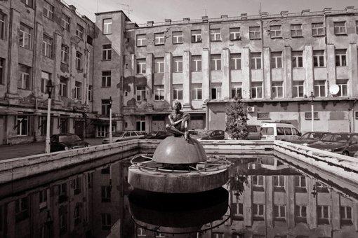 Menininko A. Dombrovskij valia Kauno radijo gamyklos fontanas atgimė garso instaliacija