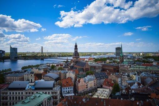 Latvijoje įsigalioja nepaprastoji padėtis, suvaržymai nepaskiepytiems nuo COVID-19