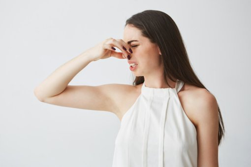 Mokslininkai atskleidė, kas gali padėti susigrąžinti prarastą kvapą dėl COVID-19